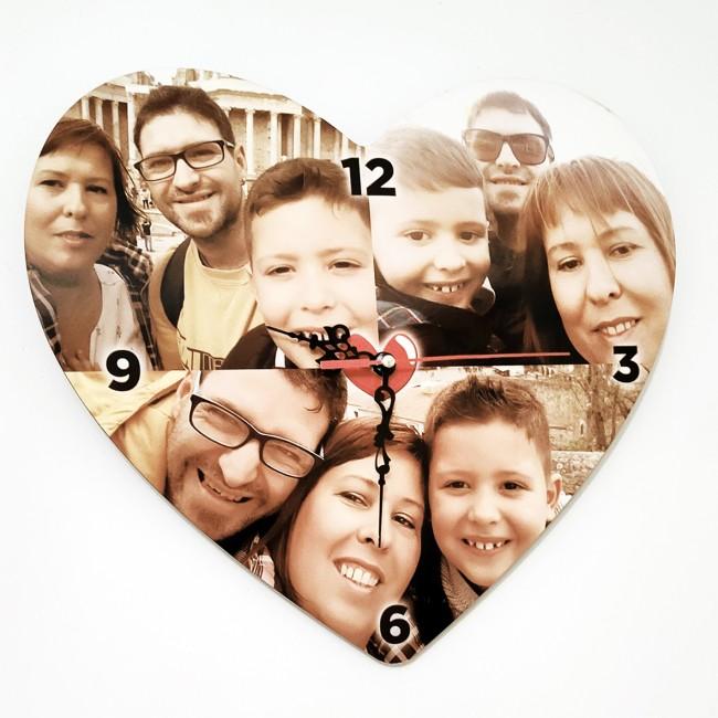 Reloj de madera en forma de corazón...